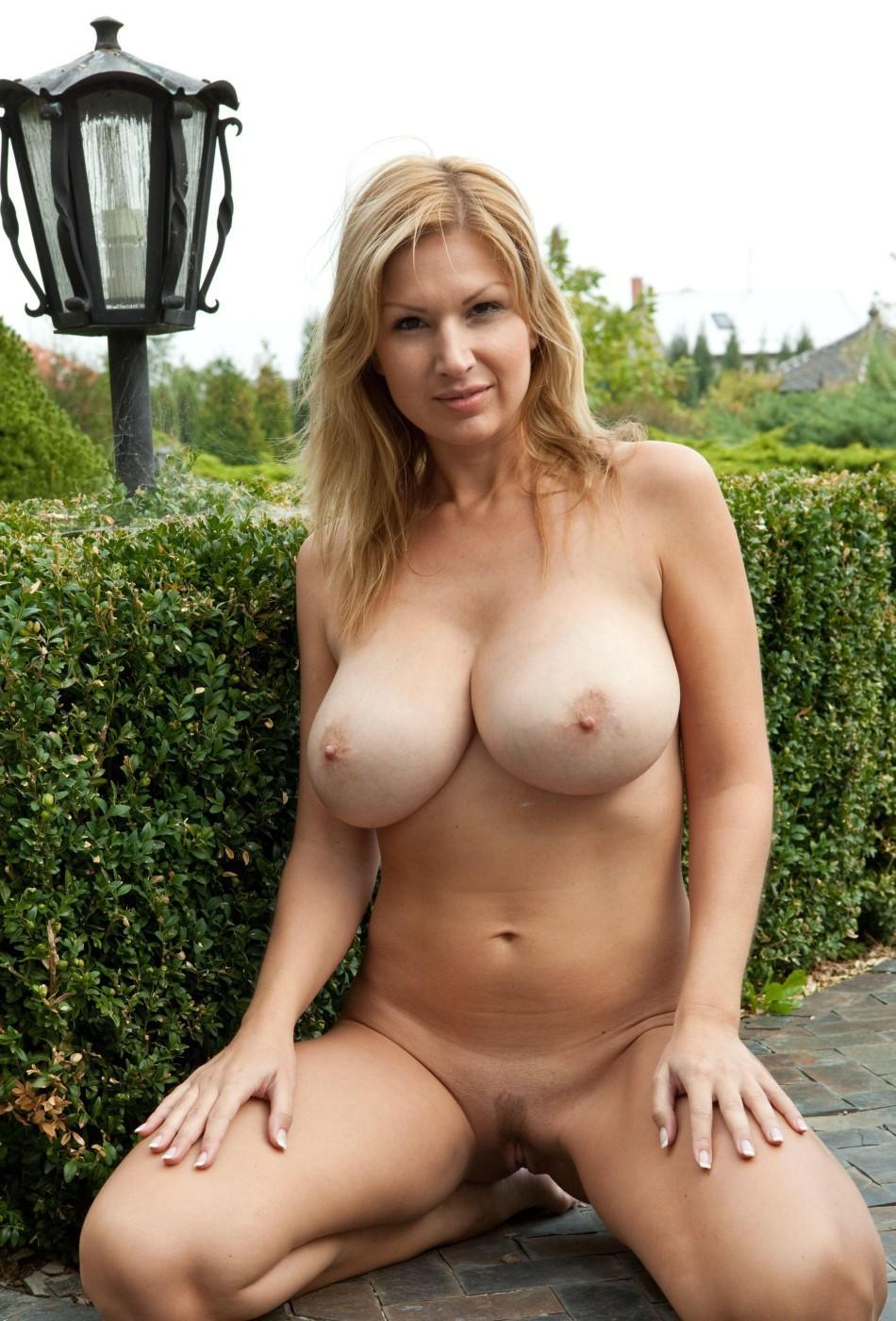 Смотреть фото голых зрелых женщин не забываем добавлять новые 8 фотография