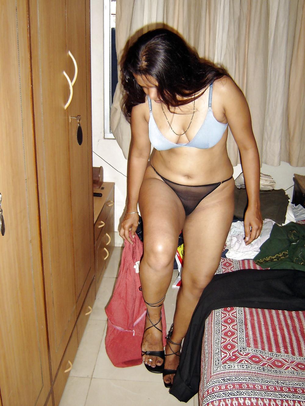 desibin nude ... Mumbai Slutty MILF Nude Photos During Europe Tour - N ...