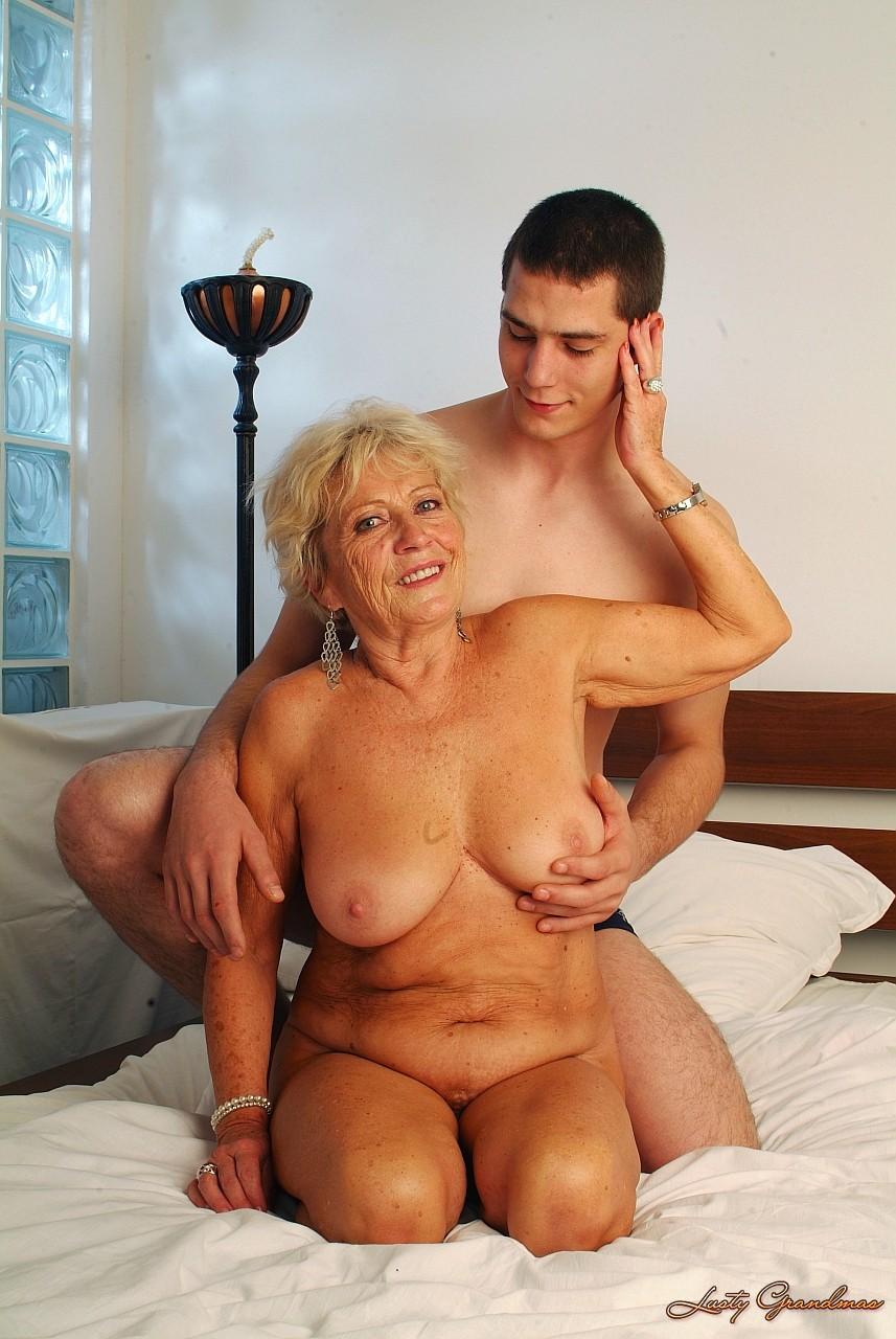 Смотреть внук трахает свою бабушку 16 фотография