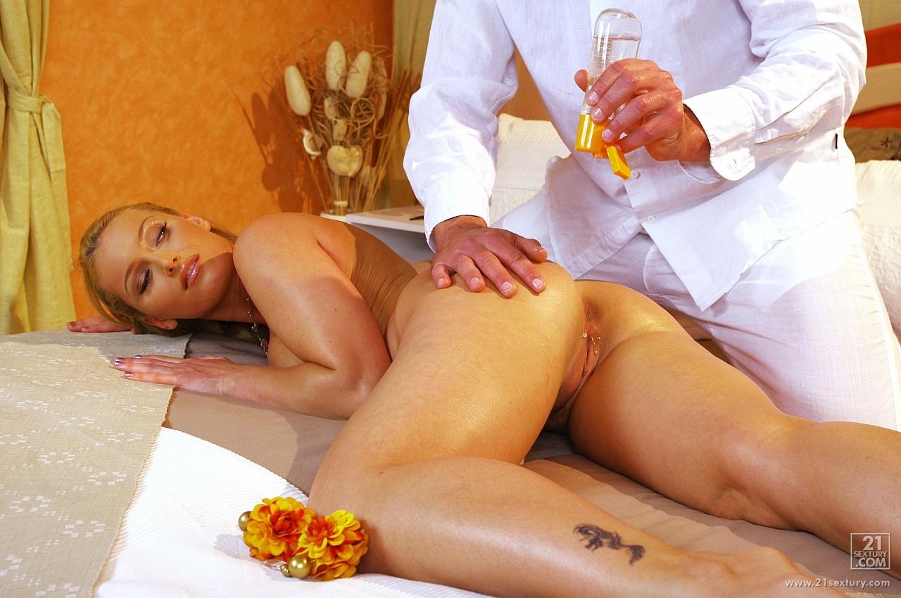porno-massazh-mame-druga