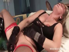 lustful-blonde-mature-masturbating-cunt-with-vibrator