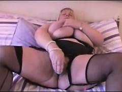 busty-amateur-bbw-masturbates
