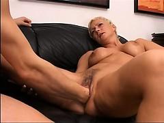 blonde-mature-having-hole-fisted-hard