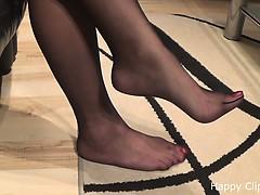 kimberly-footplay-in-nylons