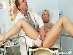 mature-romana-gynochair-pussy-speculum-examination-by-gyno