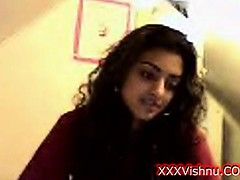 sey-young-indian-babe-on-her-webcam