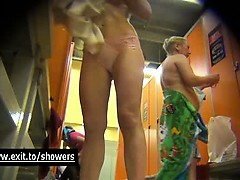 dressing-room-spy-cam-catches-many-girls