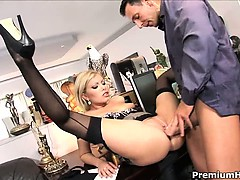 blonde-hottie-donna-bell-adores-office-sex-and-gets-nailed