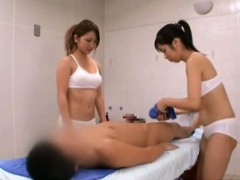 subtitled-cfnm-japanese-sauna-lady-duo-penis-cleaning