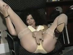 mature-slut-masturbating