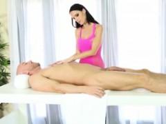 masseuse-jennifer-dark-milking-rod-under-the-massage-table