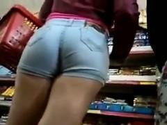 girl-in-tight-jean-shorts