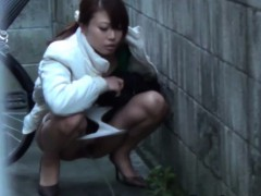 japanese-piss-in-street