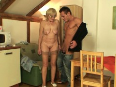 my-girlfriends-mom-is-horny-old-bitch