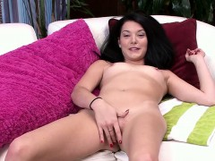 nina-noxx-has-an-excellent-body-that-you-love-to-kiss