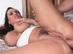 Hottie chick Lisa Ann loves a sweet massive cock