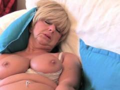 british-mum-can-t-hide-her-intense-sex-craving