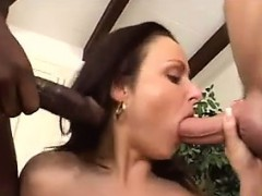 sexy-chick-in-an-interracial-threesome