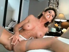 sexy-milf-blonde-squirt-and-dildoing-pussy