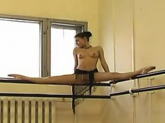 russian ballet dancer flashes her muffin – سكس نيك روسي