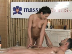 sexy-masseuse-oils-and-wanks-cock-in-massage-room