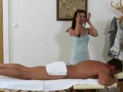 Inked asian tugjob loving masseuse gives handjob