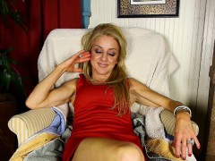 mature-ava-gets-off-while-she-rubs-her-pussy