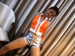 hot-chicka-filipina-showing-her-tight-butt