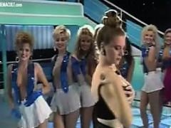 strip-show-issabella