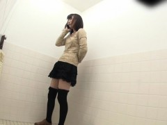 asian-ho-pisses-in-toilet