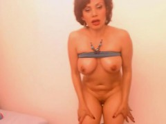 juicy-busty-milf-play-with-sex-toy-on-webcam-for-tokens