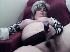 mature-and-horny-bbw-masturbates