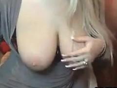 blonde-with-nice-tits-masturbates