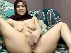 arab-slut-rubbingher-pussy