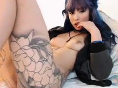 tattood-milf-spreads-pussy-on-webcam