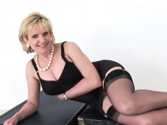 cheating-uk-mature-gill-ellis-reveals-her-giant-boobs