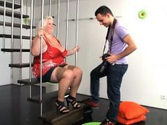 Horny Photographer Drills Fat Cooch