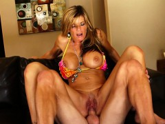 oiled-up-photoshoot-and-creampie-with-milf-kristal-summers