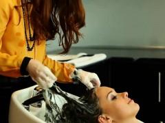 hair-washing-saloon-fetish