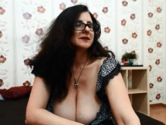 moving-milf-with-seroius-bosom