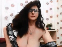 mature-bouncing-natural-boobs