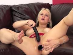 cock-starving-blonde-cougar-sarah-vandella-masturbates-for-the-camera