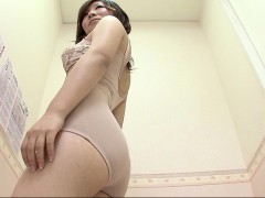 lovely-exotic-chick-shows-off-her-delicious-ass-while-chang