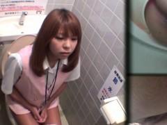 cute-ass-asian-pee-spycam
