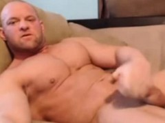 str8-bodybuilder-stoke-and-shot-in-his-mouth-on-webcam