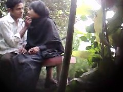 indian-peepingtom-attracts-motion-in-the-playground