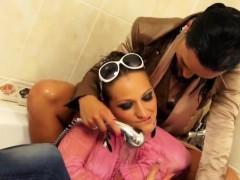 fancy-lesbians-having-a-shower-together
