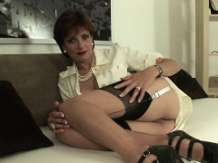 adulterous british mature lady sonia shows her huge breasts WWW.ONSEXO.COM