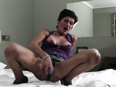 mature-slut-mother-playing-with-he-giselle-from-1fuckdatecom