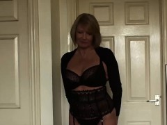 gorgeous-mature-lady-amy-seduces-with-her-super-hot-body